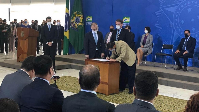 Presidente assina Parecer Vinculante que garante Integralidade e Paridade a policiais